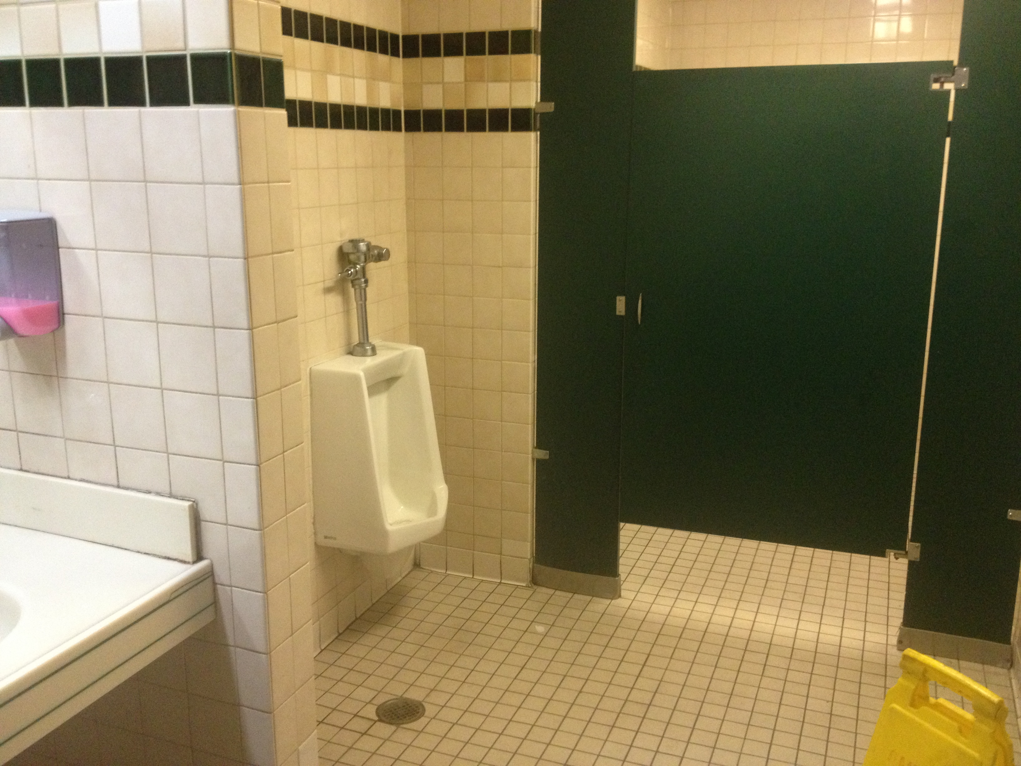 Toys r us restroom pictures to pin on pinterest pinsdaddy for Bathrooms r us clayton